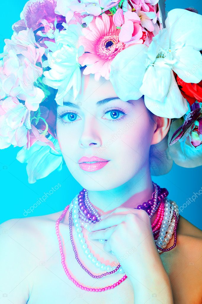 Portrait of a beautiful spring girl wearing flowers hat. Studio shot. — Stock Photo #10768586