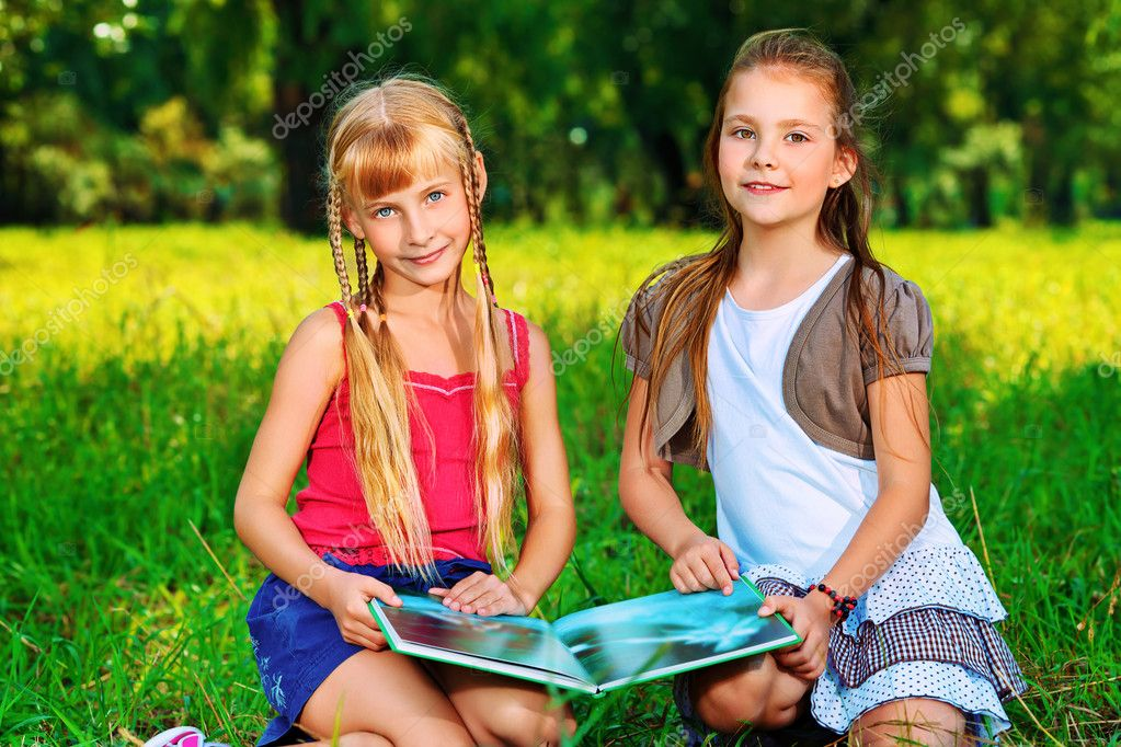 Two cheerful girls having fun outdoors. — Stock Photo #10768602