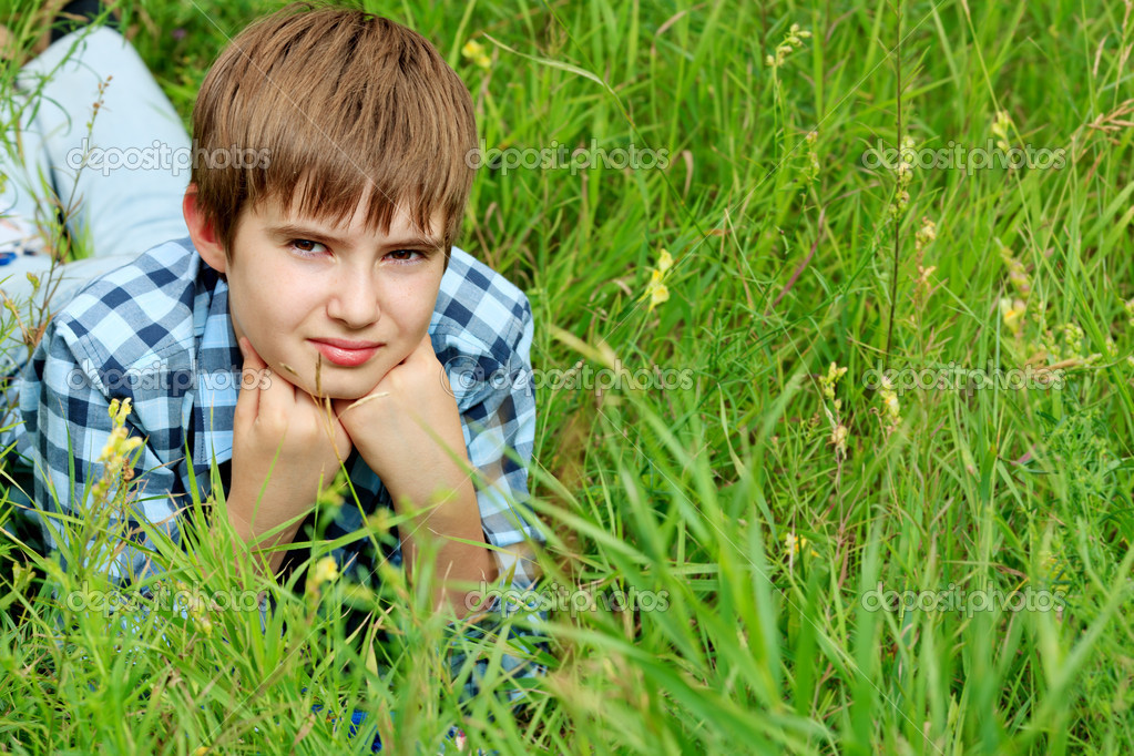 Portrait of a happy boy teenager outdoors. — Stock Photo #10952275