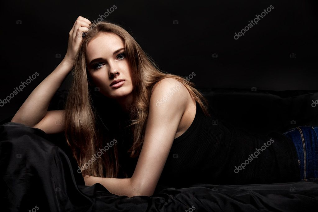 Fashion shot of an attractive young woman posing at studio. — Stock Photo #10952602