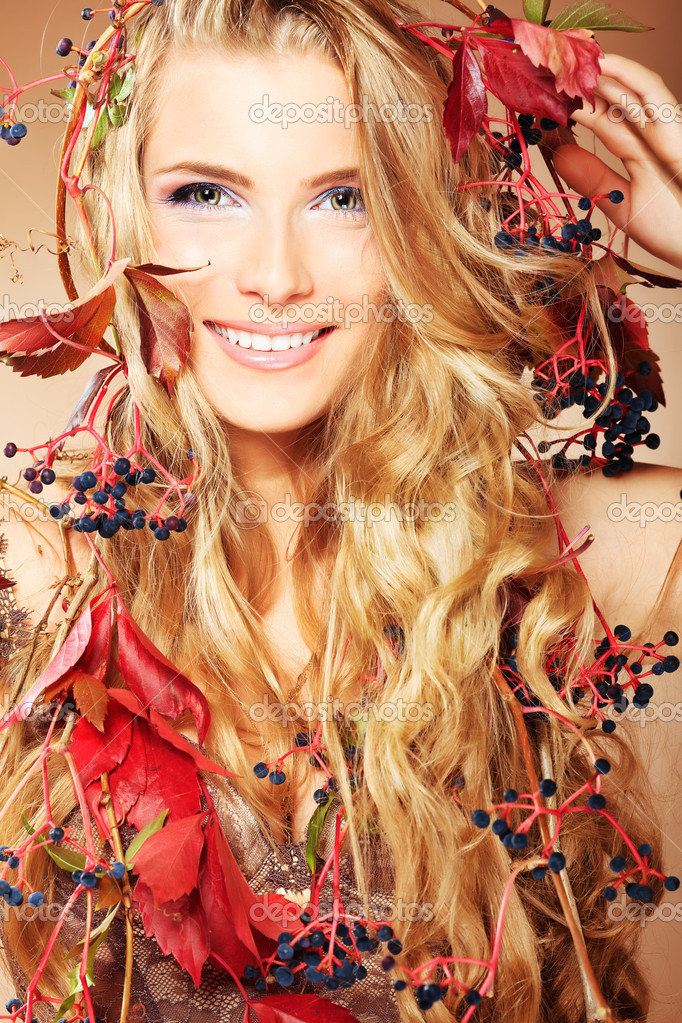Portrait of a beautiful autumn woman. — Stock Photo #11143897