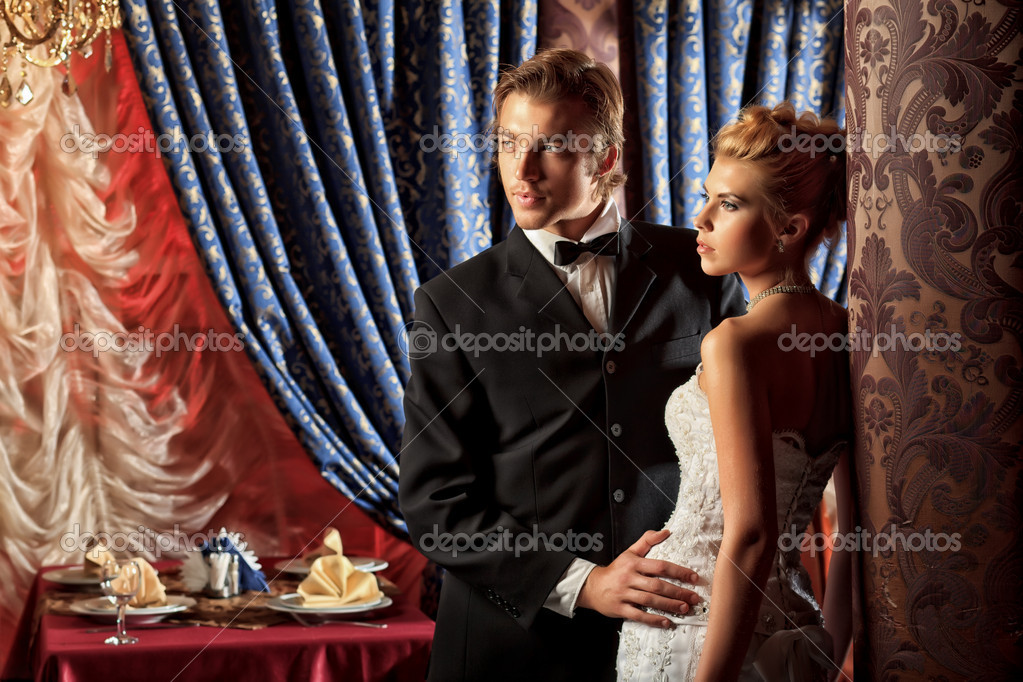 Charming bride and groom on their wedding celebration in a luxurious restaurant. — Stock Photo #11266602