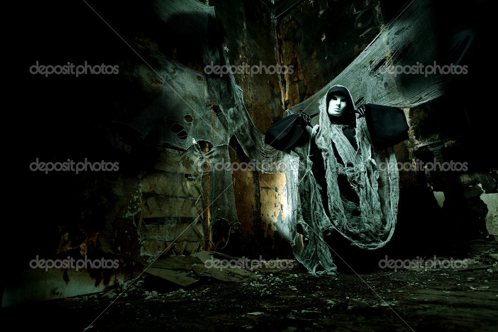 Frightening death in an abandoned house. Halloween, horror. — Stock Photo #11455465