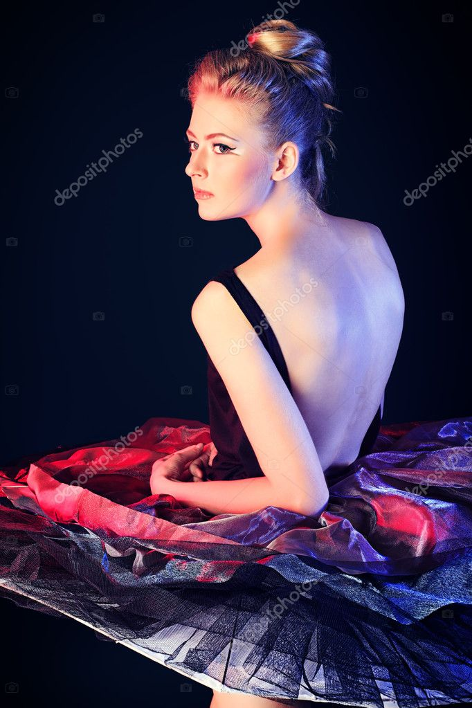 Beautiful ballet dancer posing at studio.  Foto de Stock   #11686441