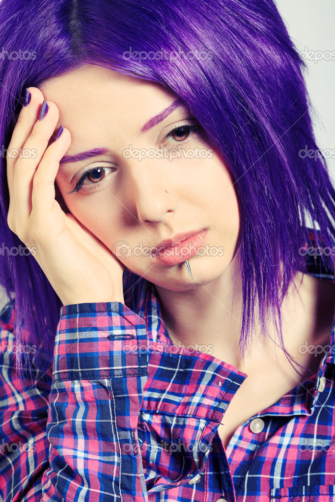 Portrait of a punk girl with purple hair. — Stock Photo #11686643