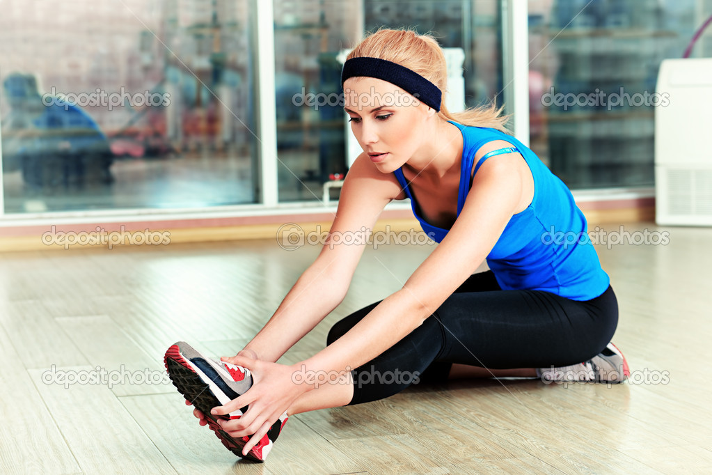 Young sporty woman doing exercises in the gym centre. — Stock Photo #11686747