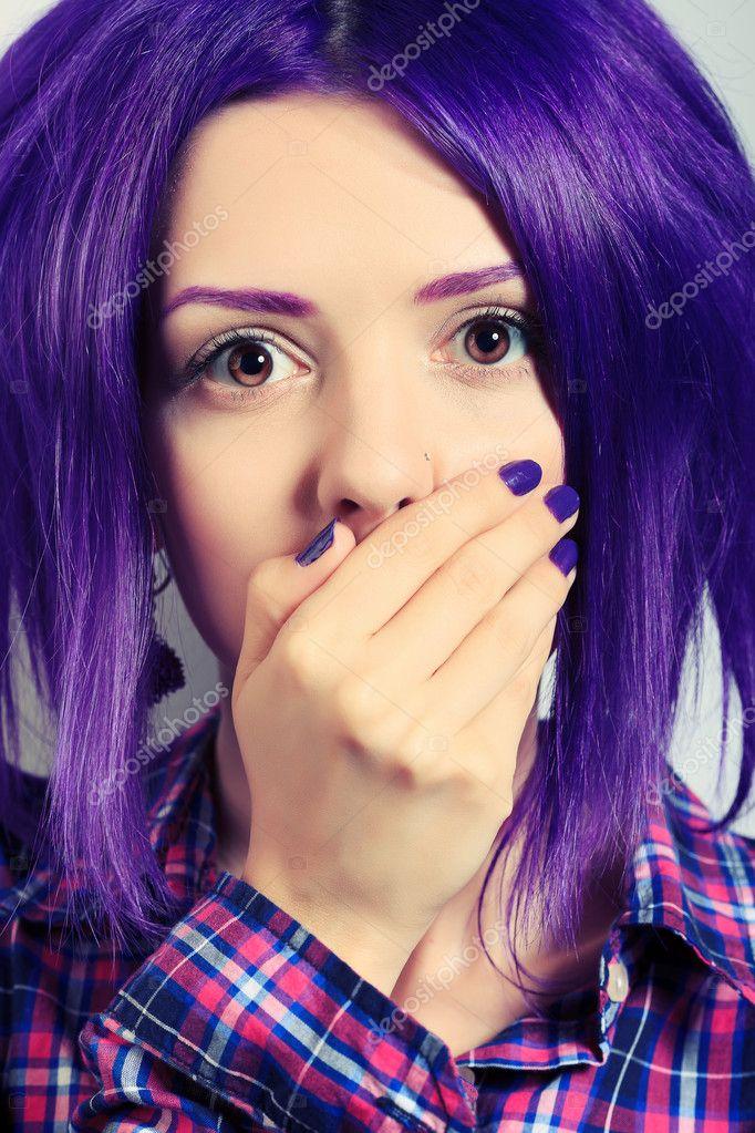 Девушка с фиолетовыми волосами фото