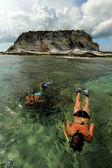 Zwei Schnorcheln im Urlaub — Stockfoto