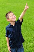 Criança apontando para cima no céu — Foto Stock