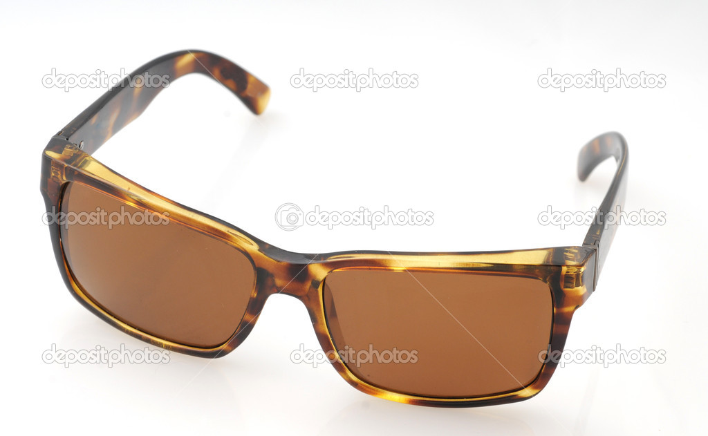 Brown tortoiseshell sunglasses isolated on white — Stock Photo #11902960