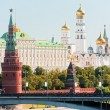 The Kremlin, Moscow, Bolshoy Stone Bridge, Vodovzvodnaya (Sviblova) Tower, the Kremlin Palace and Cathedrals — Stock Photo