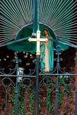 Cross at the gate of the Catholic Church — Stock Photo