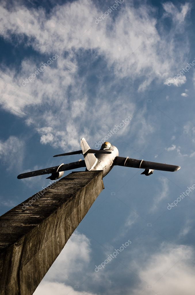 The plane-monument against the sky — Stock Photo #11030213
