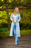Attractive young woman in jeans walking in the park — Stock Photo
