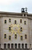 Ovanlig klocka i bryssel — Stockfoto