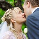 Romantic kiss at wedding walk — Stock Photo
