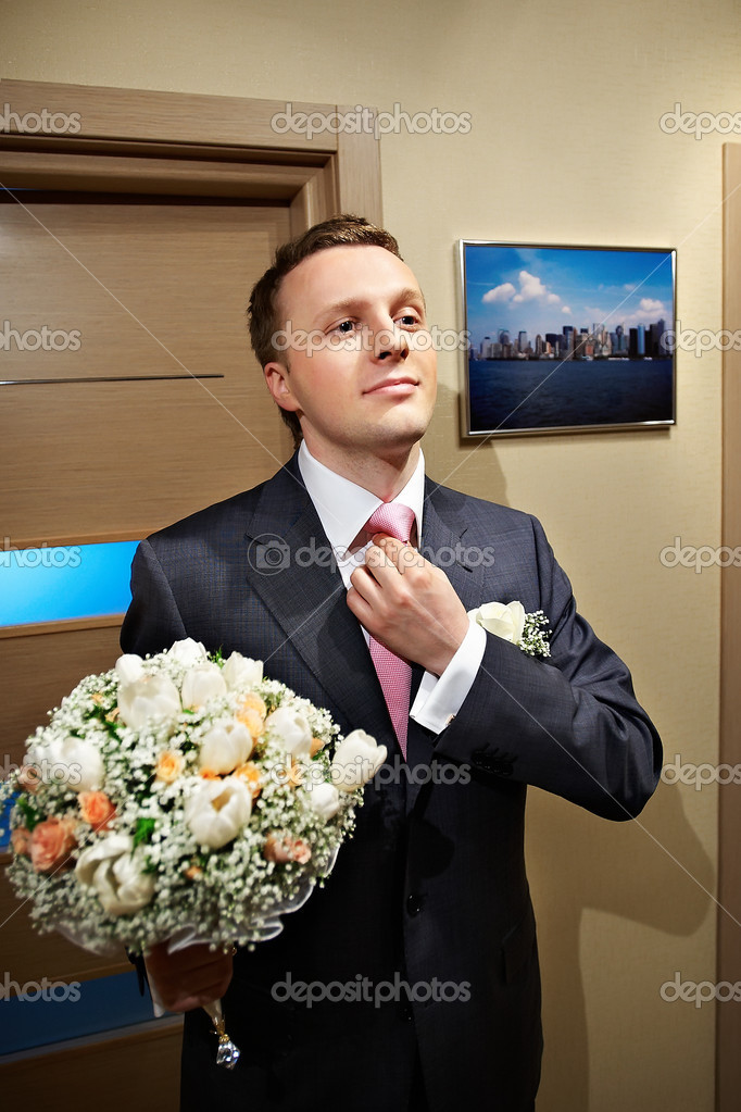 Groom before the meeting with bride — Stock Photo #10853408