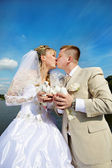 Kiss the bride and groom — Stock Photo