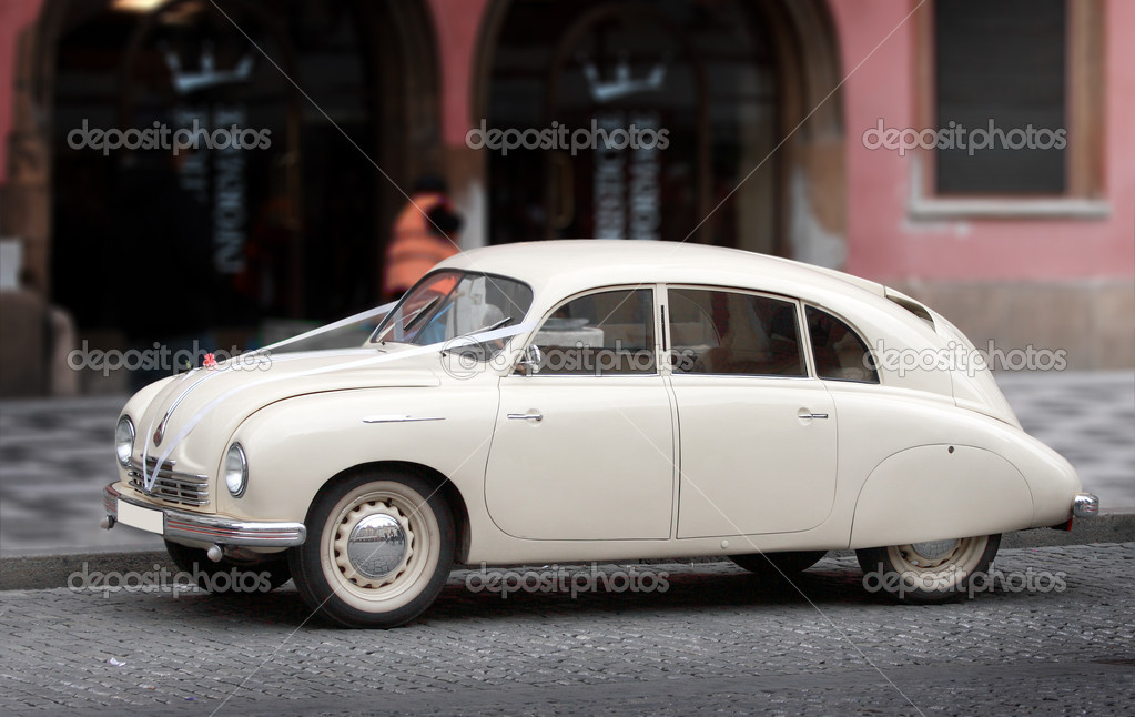 Car in the Town and wedding — Stock Photo #11241118