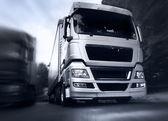Vrachtwagen op de weg — Stockfoto