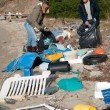 Foto Stock: Clearing Beach of rubbish