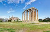 Templo de zeus Olímpico, Acrópole, no fundo, Atenas, Grécia — Fotografia Stock