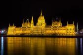 Maďarský parlament v noci, budapešť — Stock fotografie