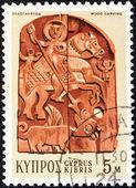 Cyprus - circa 1971: een stempel gedrukt in cyprus toont een houtsnijwerk van sint joris en de draak (19e eeuw bas-reliëf), circa 1971. — Stockfoto