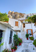 Traditional houses at Plaka, Acropolis in background, Athens, Greece — Stock Photo