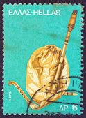 информационный терминал мониторгреция - около 1975: штамп напечатан в греции, от ' выпуск «традиционные музыкальные инструменты» показывает волынка (гайда), около 1975. — Стоковое фото