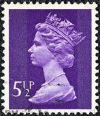 Wielka brytania - około 1971: znaczek wydrukowany w wielka brytania pokazuje portret królowej elżbiety ii, około 1971. — Zdjęcie stockowe