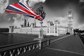 与多彩国旗英格兰在伦敦的大笨钟 — 图库照片