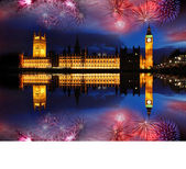 Big ben con fuochi d'artificio a londra, inghilterra — Foto Stock