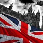 casas do Parlamento, com a bandeira da Inglaterra, Londres, Reino Unido — Fotografia Stock  #10925006