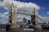 Célebre tower bridge, londres, reino unido — Foto de Stock