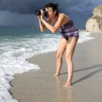 Woman photographer on the beach — Stock Photo #11150492