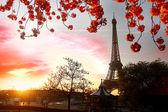 Paris, Eiffel Tower in spring — Stock Photo