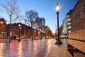 Paris Champs Elysee street in the evening — Stock Photo