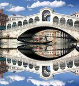 Venice, Rialto bridge with gondola in Italy — Stock Photo