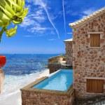 Luksusowa willa z basenem nad morzem — Zdjęcie stockowe #11794395