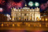 Basilica di San Pietro, Vatican, firework, new year, Rome, Italy — Stock Photo