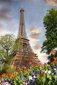 Eiffelova věž během jara v paříži, francie — Stock fotografie