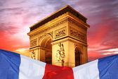 París, famoso arco del triunfo en la noche, francia — Foto de Stock