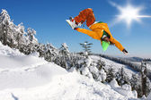 Snowboarder jumping against blue sky — Foto de Stock