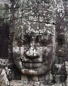 Close-up of smiling face of the king Jayavarman VII in the temple of Bayon, Angkor Wat, Siem Riep, Cambodia. — Stock Photo