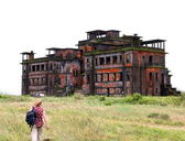 Abandoned hotel. Bokor Hill station near the town of Kampot. Cambodia. — Stock Photo