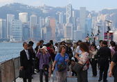 Inflow of China mainland tourists on Avenue of Stars.Tsim Sha Tsui. Hong Kong. — Stock Photo