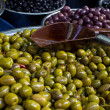Olives - A mound of green and black olives — Stock Photo