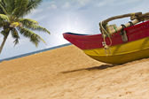 Boat and palm tree on the beach — Stock Photo