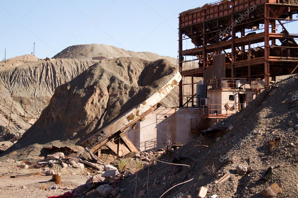 A piece of an abandoned mine in the california desert. — Stock Photo #10778972